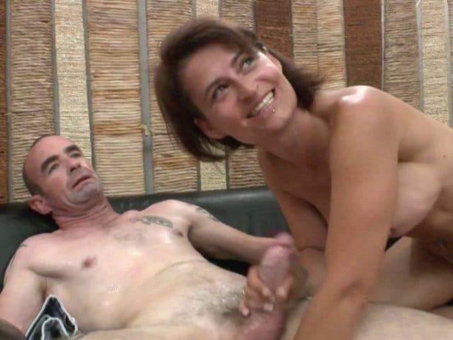Une femme mature chaude baise avec son mari