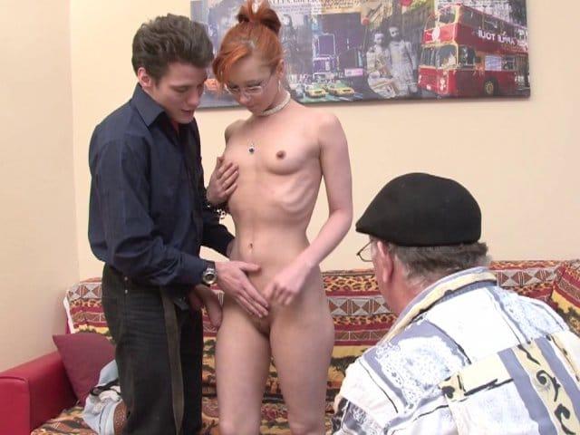 Sodomie d'une jeune rouquine défoncée pendant casting X