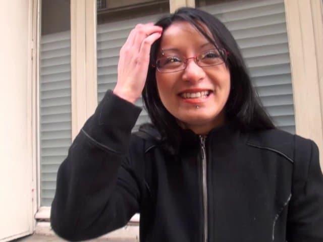 Une secrétaire salope de Besançon baisée à domicile