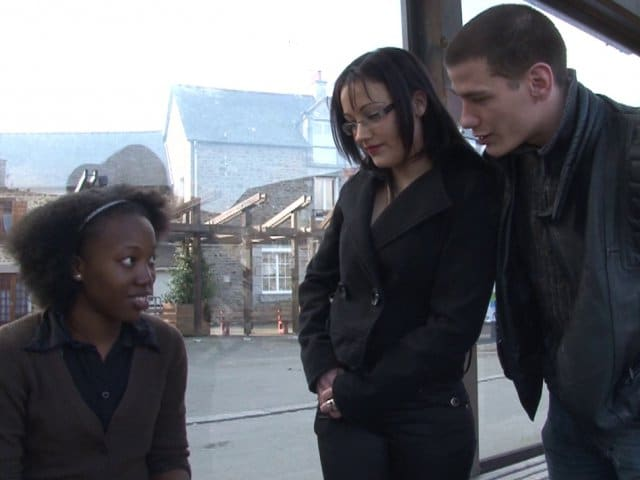 Porno interracial femme black sodomisée par un blanc-bec