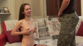 Première vidéo porno anal d'une amatrice brune